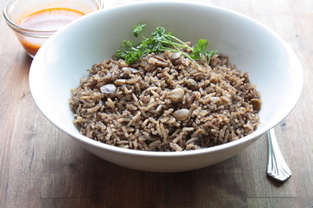 plat de riz djon djon avec sauce